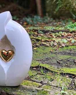 Ceramic Heart in a Shell White